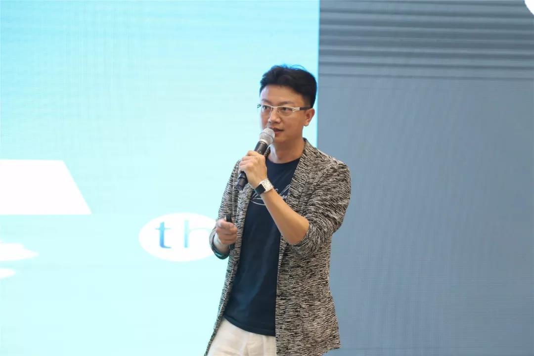 随后殷艳明先生著名设计师陈岩先生分别进行分享.